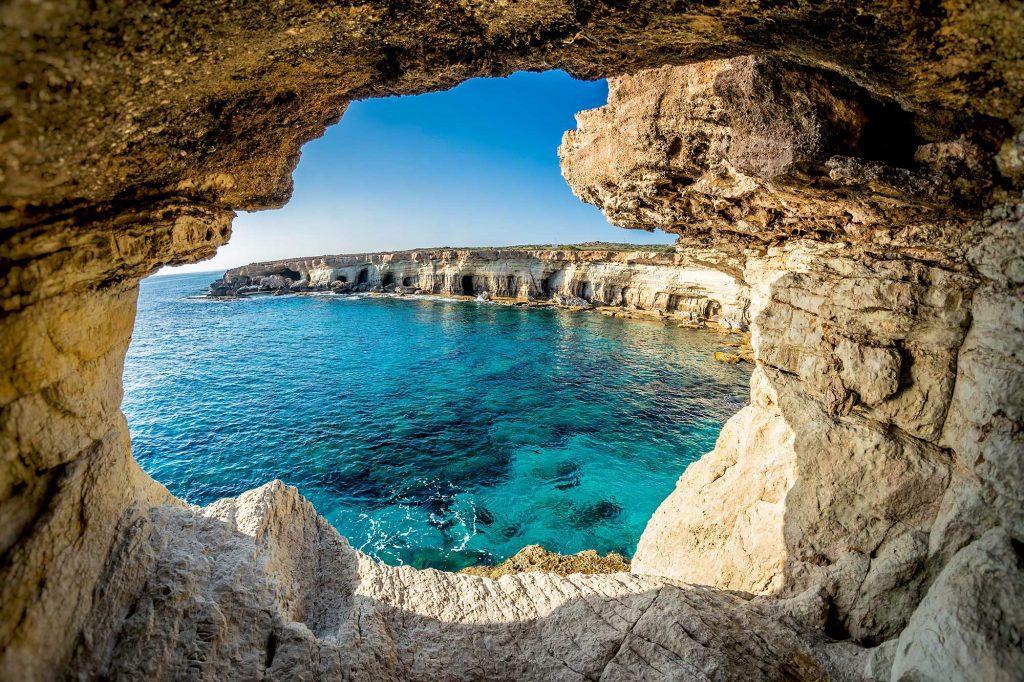 Hang động Biển gần Ayia Napa, Síp.